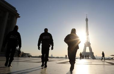 Policías franceses, durante el operativo.