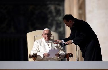 El Papa Francisco, que de joven tuvo problemas en un pulmón, no fuma.