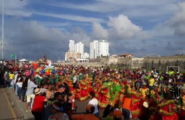 El desfile cada año congrega a cientos de cartageneros.