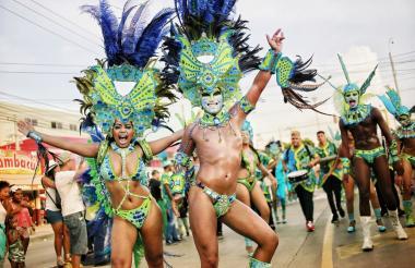 Los bailarines desfilaron desde el barrio Canapote hasta la popular plaza de Trinidad durante el Cabildo de Getsemaní.