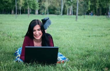 Una de las mayores ventajas de estudiar una carrera virtual es que puedes conectarte desde cualquier lugar.