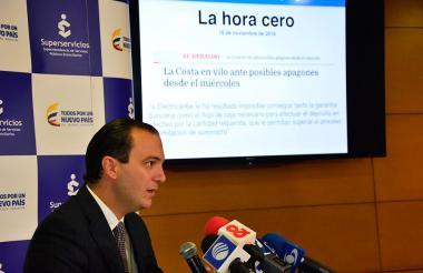 El superintendente de Servicios Públicos José Miguel Mendoza durante la rueda de prensa.