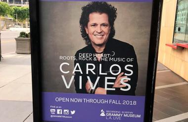 Vitrina de Carlos Vives en el Museo de los Grammy.