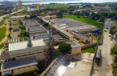 Vista panorámica de la planta de tratamiento del acueducto de la Triple A.