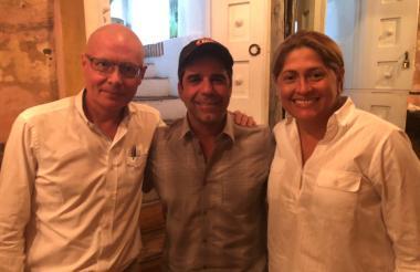 El ministro Alejandro Gaviria, el alcalde Alejandro Char y la secretaria Alma Solano.
