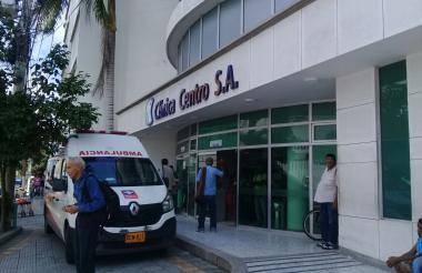 Fachada de la Clínica Centro, donde se encuentra bajo observación médica el adolescente.