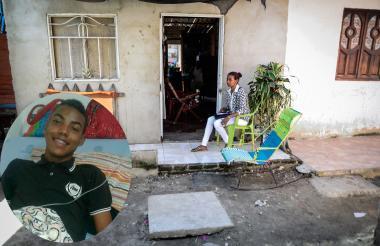 Ana Padilla, madre de luis sentada en su terraza. A la izquierda, una foto de Luis Castro.