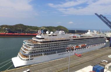 El crucero Viking Sea en el puerto de Santa Marta.
