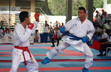 Luis Triviño (de azúl) durante su presentación en los Juegos.