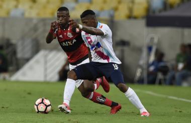 Yony González ante la marca del brasilero Vinícius.