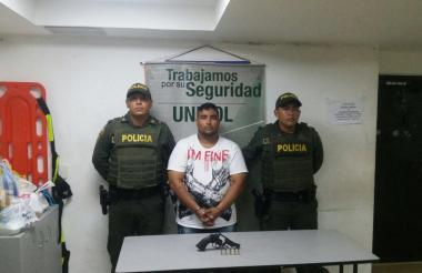 William Viviescas Guzmán, capturado por policías.