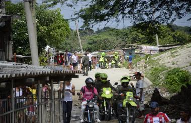 La Policía hizo presencia en el barrio Las Américas tras el altercado.