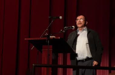 Rodrigo Londoño, 'Timochenko', durante su intervención este viernes en el Teatro Colón.
