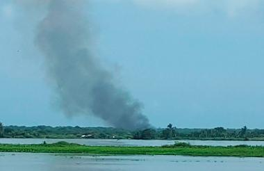 La columna de humo se alcanzaba ver desde Barranquilla.