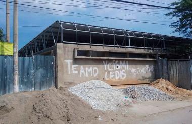 Estado en que se encuentra el puesto de salud IPC del barrio María Eugenia, una de las obras que está bajo la lupa.