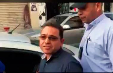 Rafael Martínez cuando era conducido por personal del CTI.