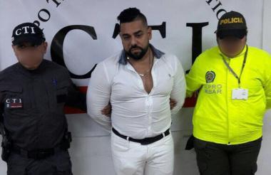 Johan Alberto Idarraga, es presentado ante las autoridades.