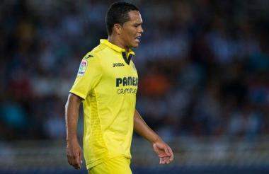 El porteño Carlos Bacca se retiró de la cancha para evitar que su molestia se agudizara más.