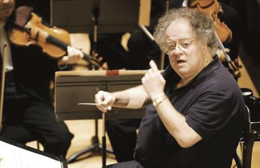 Levine dirige a la Orquesta Sinfónica de Boston.