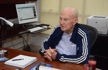Alberto Araújo Merlano, de 94 años, en su oficina ubicada en La Heroica.