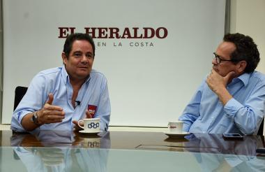 El aspirante presidencial Germán Vargas Lleras y el director de EL HERALDO, Marco Schwartz, durante la entrevista que se realizó este martes en las instalaciones de esta casa editorial.