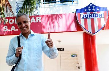 Mendoza tendrá como asistentes a Carlos Araújo, Arturo Reyes y Álex Acosta.