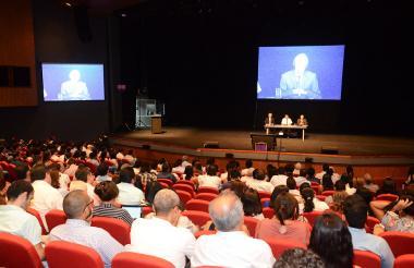 Richard Dawkins y Gerardo Remolina S.J. debatieron ayer en el Centro de Convenciones de Cartagena sobre la existencia de Dios y el origen de la vida.