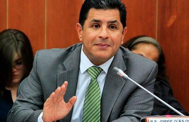El senador Jorge Iván Ospina, autor, de los verdes.