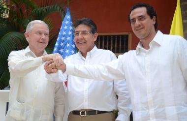 El fiscal general Jeff Sessions, el fiscal general de la nación de Colombia y el Procurador General de los Estados Unidos Mexicanos, Alberto Elías Beltrán.