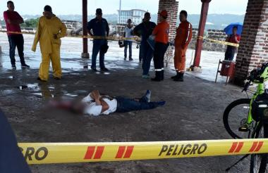 Autoridades de la Sijín adelantaron la diligencia de levantamiento y traslado del cuerpo.