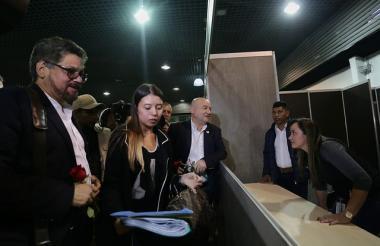 Iván Márquez en la Registraduría para la inscripción de las listas de la Farc al Congreso.