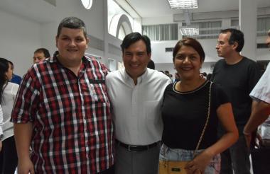John Vecino, David Name Orozco y Alma Delgado.
