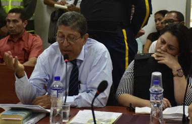 Julio Ojito Palma interviene en una diligencia anterior, mientras Dayana Jassir, su defendida, escucha atenta.