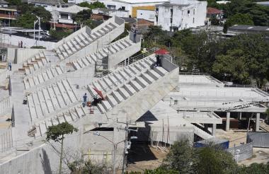 Las gradas del estadio Romelio Martínez que están en construcción.