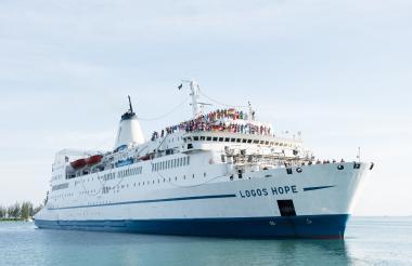 El barco Logos Hope tiene una tripulación de más de 60 nacionalidades.