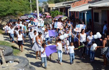 Familiares y amigos de Melanie Sharick Martínez Sarabia marcharon por su muerte.