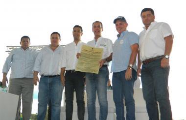 Luis H. Martínez, Gte. ICA, recibe de gobernador Franco Ovalle y diputados Alfredo Pinto, Camilo Lacouture, José Castro y Julio Casadiegos.