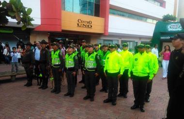 Grupo de agentes de la Policía en Cartagena.