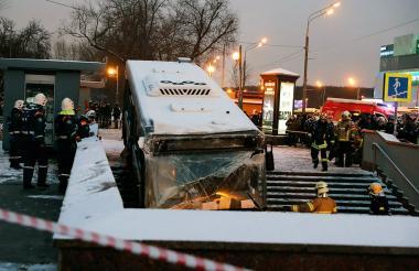 Estado en que quedó el bus tras atropellar a peatones