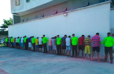 El grupo de detenidos presentado por la Policía.