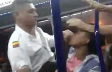 Momentos de la agresión del conductor.