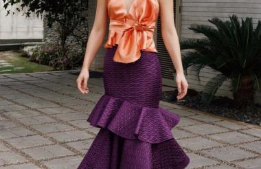 Falda en tono morado de la diseñadora Goretty Medina.