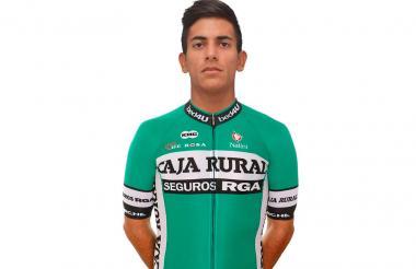 El ciclista barranquillero Nelson Soto con la indumentaria del Caja Rural de España.