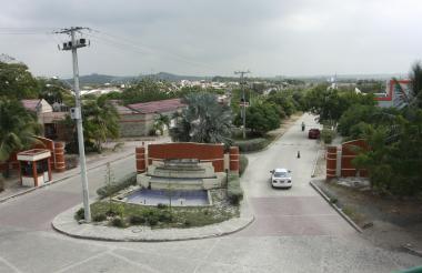 Vía de acceso a la urbanización Villa Olímpica en el municipio de Galapa.