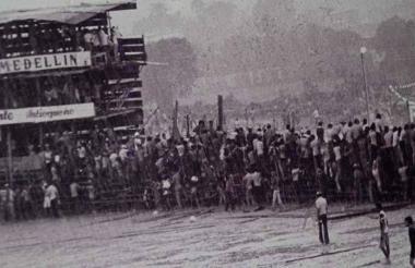 Imagen de archivo que revive los momentos de agonía de los asistentes por la caída de las corralejas.