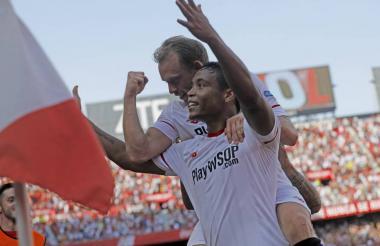 El colombiano Luis Fernando Muriel celebrando un gol con el Sevilla de España.