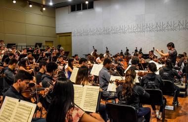 Preparación de la Filarmónica Joven de Colombia en Barranquilla para su gira nacional.