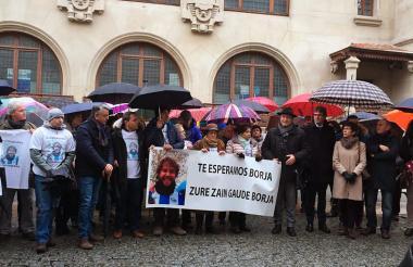 Varias personas se concentraron este domingo para recordar a Lázaro Borja.