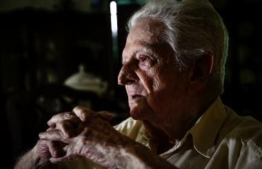 El distinguido maestro de periodistas Chelo De Castro rememoró en su casa para EL HERALDO detalles de los juegos de 1946.