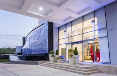 Fachada del Hotel Holiday Express en Barranquilla.